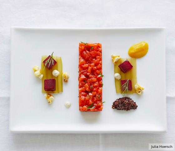 Lachstatar mit dreierlei Gemüse und Orangen-Popcorn