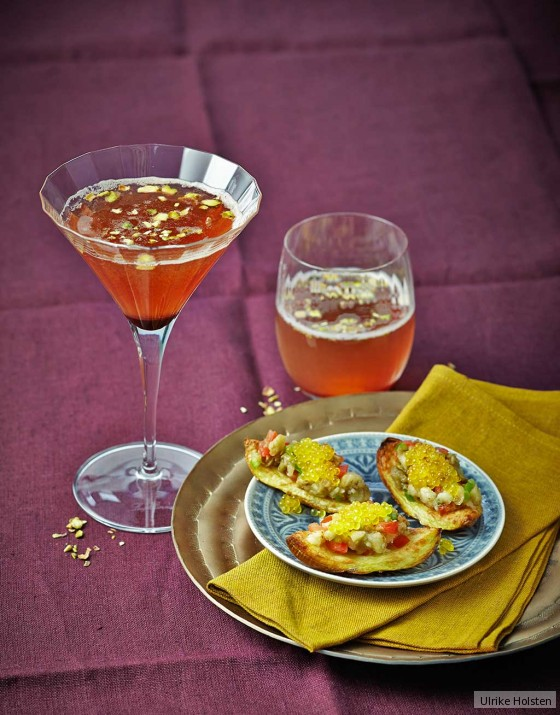 Kartoffelschiffchen mit Auberginen-Paprika-Salat und Saiblingskaviar