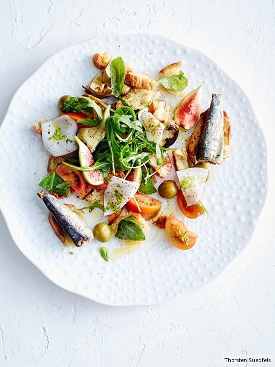 Brotsalat mit Feigen, Tintenfisch und Artischocken