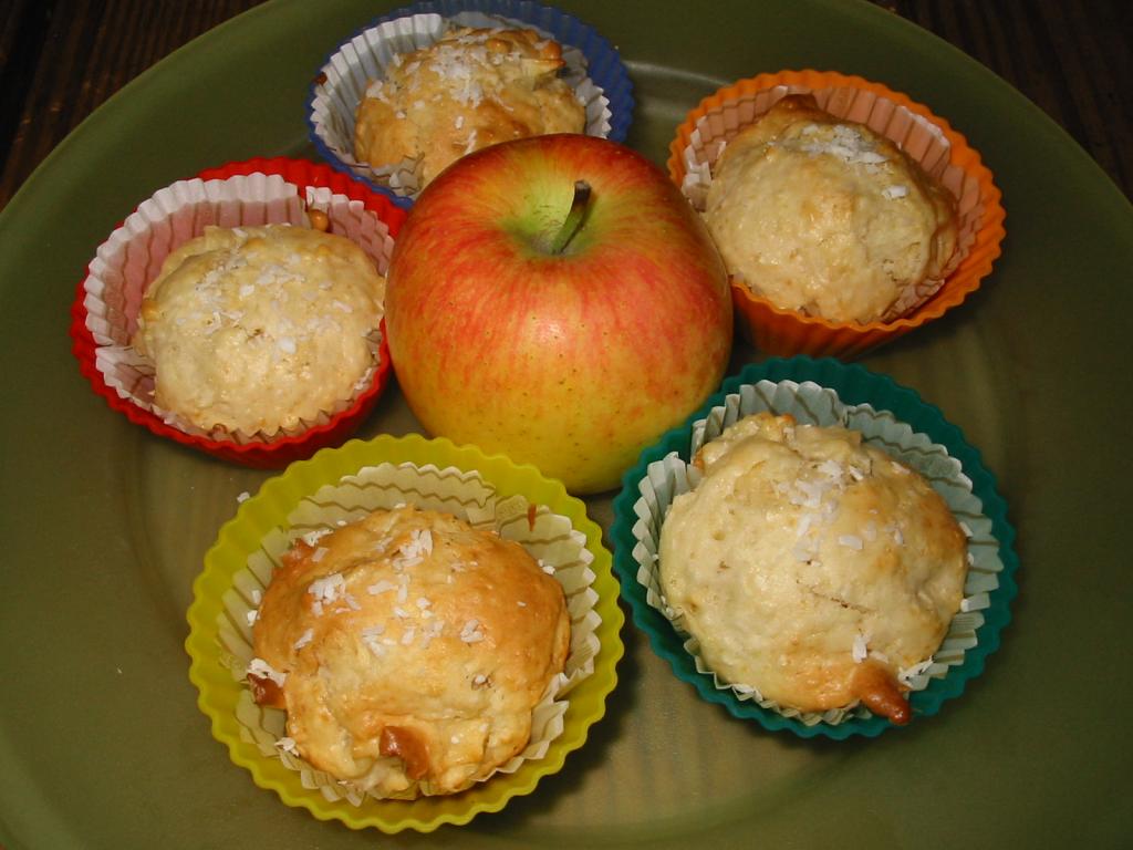 apfel kokos muffins rezept essen und trinken. Black Bedroom Furniture Sets. Home Design Ideas