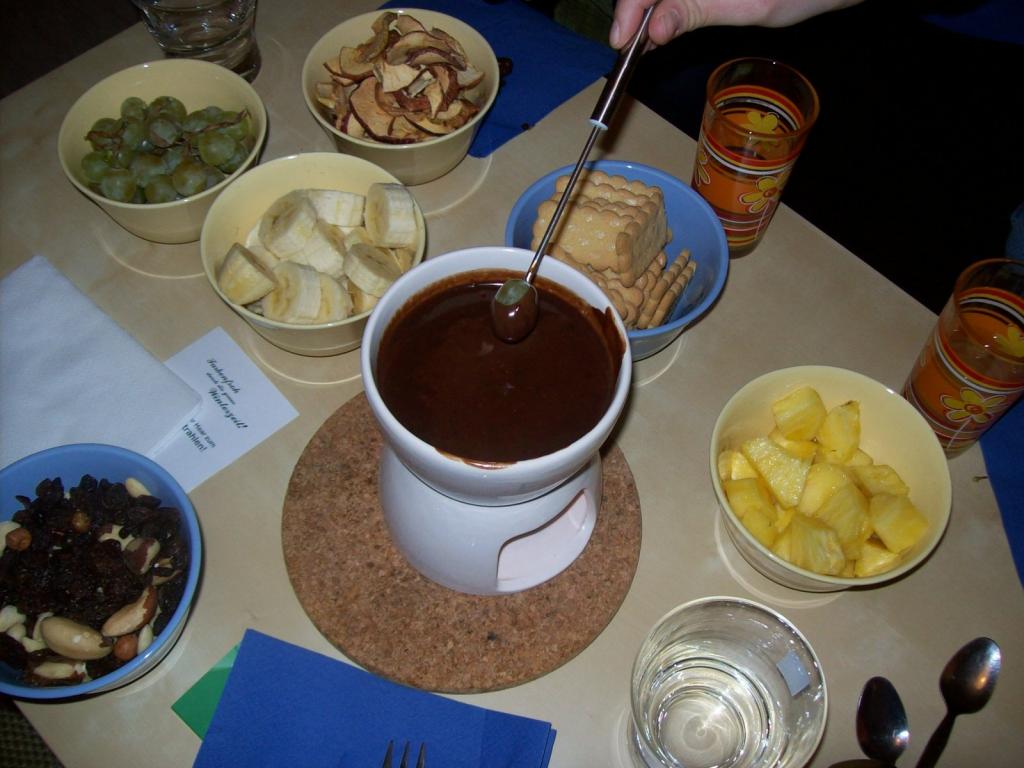 schoko fondue rezept essen und trinken. Black Bedroom Furniture Sets. Home Design Ideas