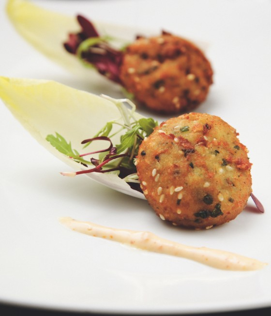 Fisch-Falafel in scharfer Harissa-Mayonnaise