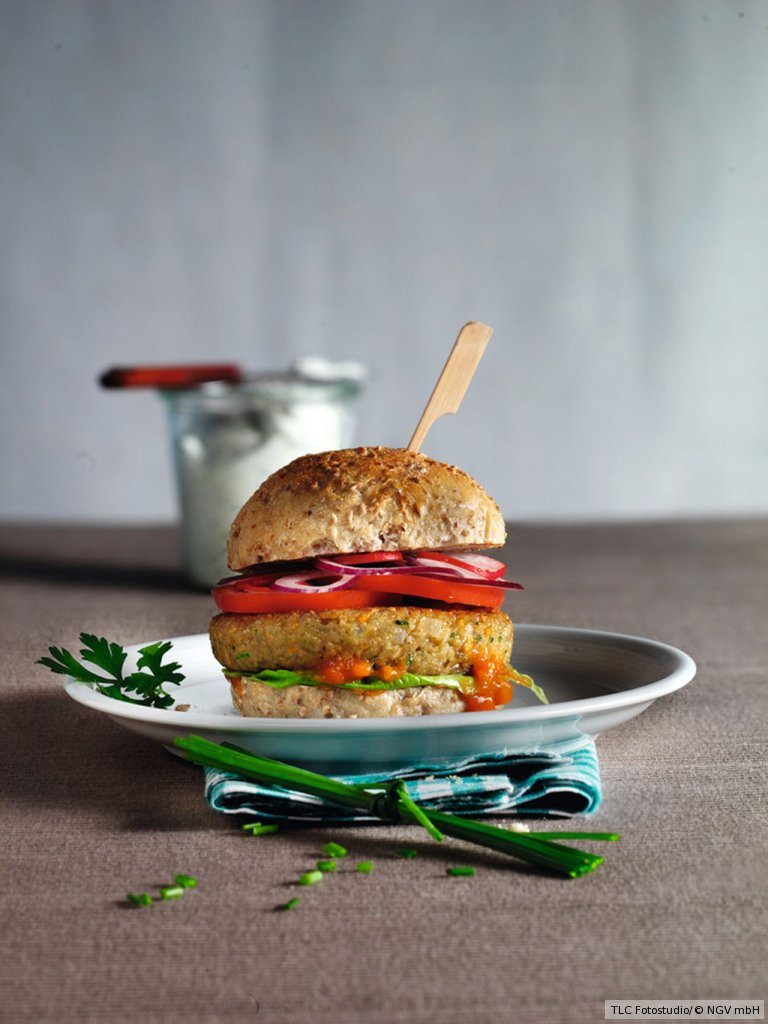 veggie burger mit kr uterdip rezept essen und trinken. Black Bedroom Furniture Sets. Home Design Ideas