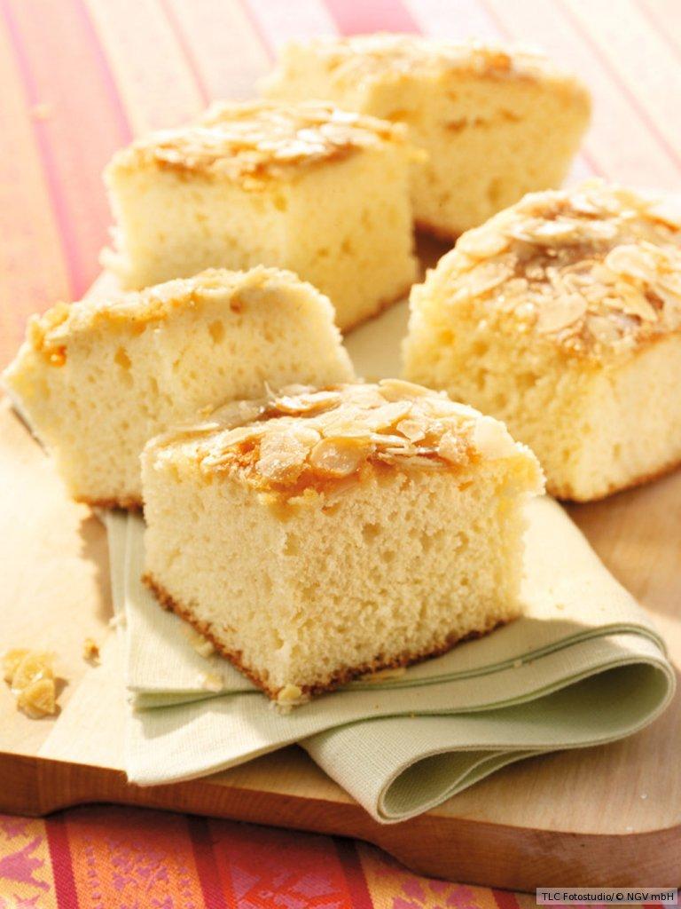 buttermilchkuchen mit mandelkruste rezept essen und trinken. Black Bedroom Furniture Sets. Home Design Ideas