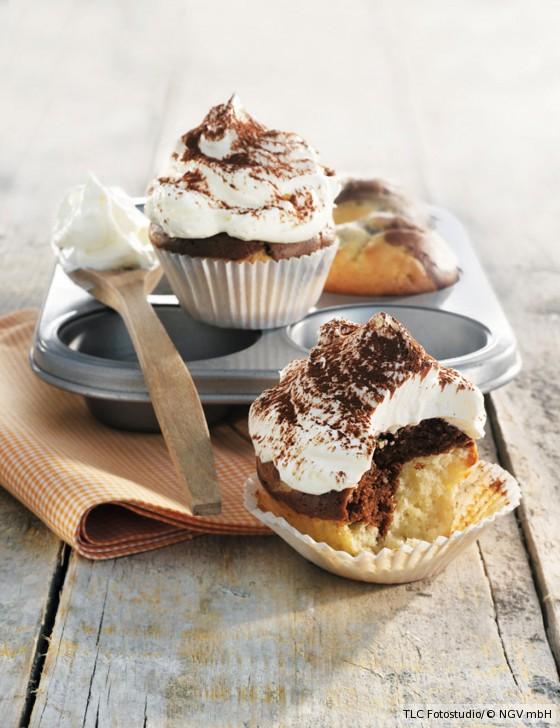 Marmor-Cupcakes mit Schlagsahne