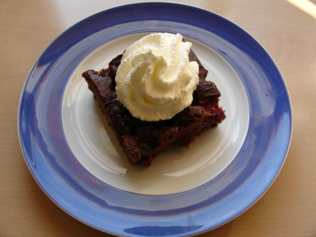 schneller schoko kirsch kuchen rezept essen trinken. Black Bedroom Furniture Sets. Home Design Ideas