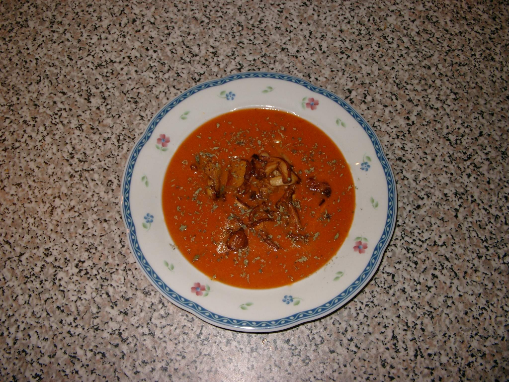 tomaten paprika suppe mit ged nsteten pfifferlingen rezept. Black Bedroom Furniture Sets. Home Design Ideas