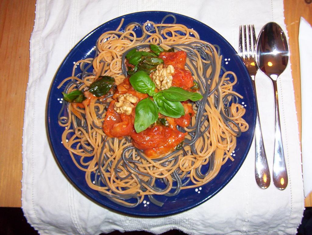 spaghetti de la casa rezept essen und trinken. Black Bedroom Furniture Sets. Home Design Ideas