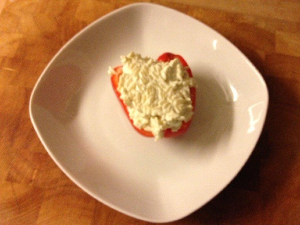vegetarisch gef llte paprika rezept essen und trinken. Black Bedroom Furniture Sets. Home Design Ideas