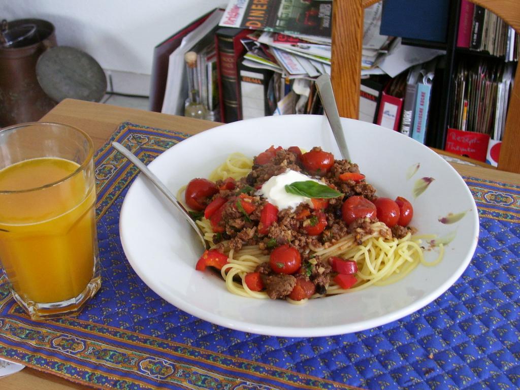 spanische spaghetti rezept essen und trinken. Black Bedroom Furniture Sets. Home Design Ideas