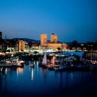 Hafen von Oslo mit dem Rathaus