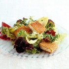 Tofu auf Salat