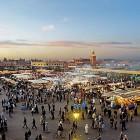 Marktszene am Abend in Marrakesch, Marokko