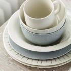 Stapelbare Teile: Teller, Schalen und Becher