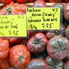 Ochsenherz Tomaten und schwarze Russiche Marktstand
