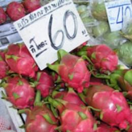 Drachenfrüchte auf einem thailändischen Markt
