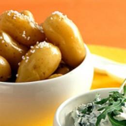 Frühkartoffeln als Pellkartoffeln genießen