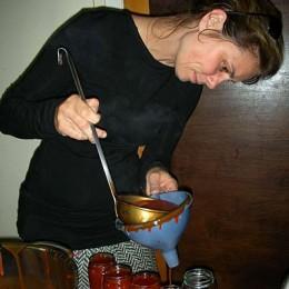 Sarah Wiener kocht Hagebuttenmarmelade