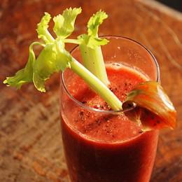 Bloody Mary mit Sellerie-Garnitur