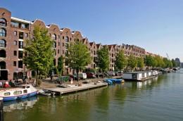 Sonnig: Das Kanalpanorama von Amsterdam.