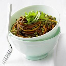 Mungobohnensalat mit Sobanudeln