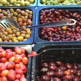 Oliven gibt es in den unterschiedlichsten Farben und Größen