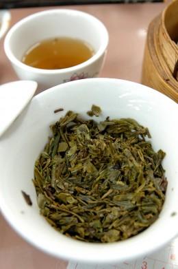 Longjing-Tee ist eine Spezialität der Zheijiang Küche