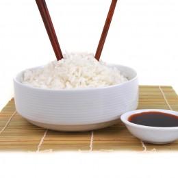 So nicht! Stäbchen in den Reis stecken, ist in China ein Fauxpas
