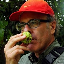 Marc Brownstein kostet fremde Früchte