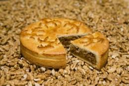 Die Engadiner Nusstorte punktet mit ihrem süßen Nussgeschmack