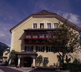 Das Landhasu Kellerwand ist nach der Kellerwand in den Kärntner Alpen benannt