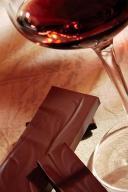 Besonderer Genuss: Schokolade und Wein.