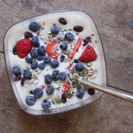 Sie können Porridge mit Früchten aufpeppen