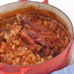 Baked Beans müssen mehrere Stunden im Ofen garen