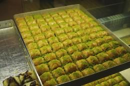 Sehr süß: mit Pistazien garnierte Baklava
