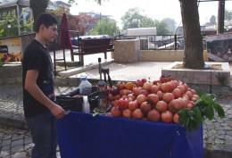 An mobilen Ständen werden die Granatäpfel frisch gepresst