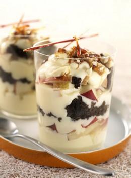 Trifle mit Schokobiskuit und Birnen