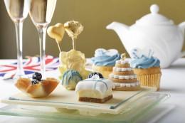 Der Saphire Afternoon Tea erinnert mit den blauen Köstlichkeiten an Kates Verlobungsring