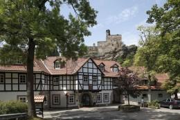 Das BurgHotel Hardenberg mit der tausendjährigen Burg im Hintergrund