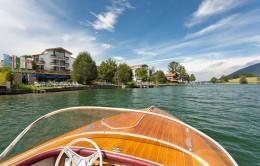 Das Seehotel Überfahrt liegt direkt am Wasser