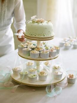 So ähnlich wie bei dieser Hochzeitstorte von Fiona Cairns könnte die Verzierung der königlichen Hochzeitstorte aussehen