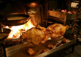 Im La Tupina wird das Fleisch direkt am Feuer zubereitet