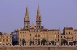 das Viertel Chartrons mit der Kirche Saint Louis ist ideal für einen Kneipenbummel