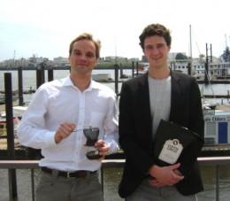 Robert und Martin mit Mühle und Kaffee