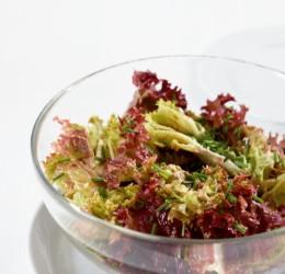 salat als leichtes mittagessen essen trinken. Black Bedroom Furniture Sets. Home Design Ideas