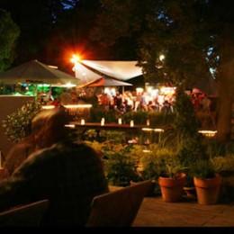 Frank + Frei: Eine lauer Sommernacht im Nikolaushof
