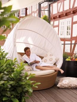 """Entspannung pur auf der Spa-Terasse des Hotels """"Die Sonne Frankenberg""""."""