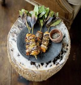 Schmackhafte Fleischspieße, Sosaties, werden gern beim südafrikanischen Grillen, dem Braai, zubereitet
