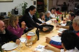 Die 17köpfige Familie Ferri beim Abendessen