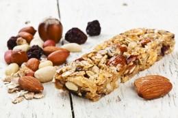 Nüsse und Müsliriegel - ideal für unterwegs